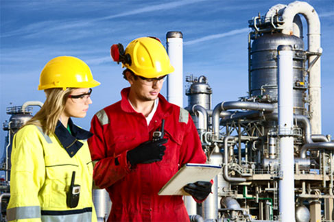 engineers-training-at-refinery